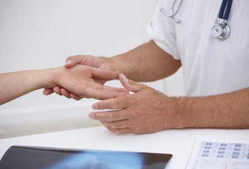 Почему немеют руки, пальцы на руках Немеет правая, левая рука