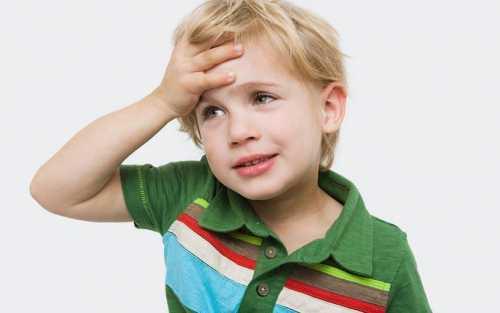 Почему болит голова у ребёнка, как можно
