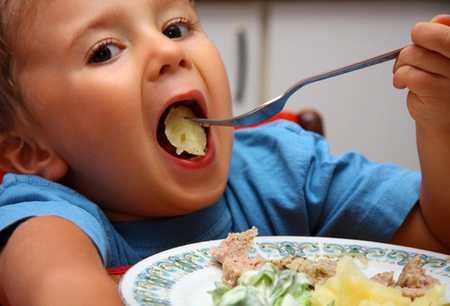 Избавиться от аллергии на яйца детям помогут